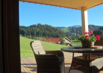 Terrasse Blick auf Hof